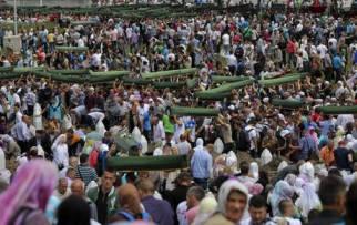 Commemorazioni a Srebrenica per il 18° anniversario del massacro (Ansa)