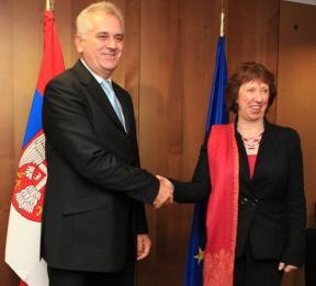 Il presidente serbo Nikolic e il capo della diplomazia europea Ashton (foto European External Action Service, http://bit.ly/18HnU5u)
