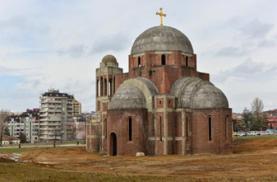 La Cattedrale del Cristo Salvatore a Pristina (foto Arild,  http:// bit.ly/1jxQJMa)